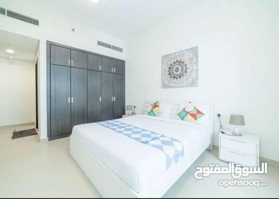 دبي سبورت سيتي غرفتين وصالة مفروشة سوبر لوكس مع بلكونة شهري شامل - ايجار شهري