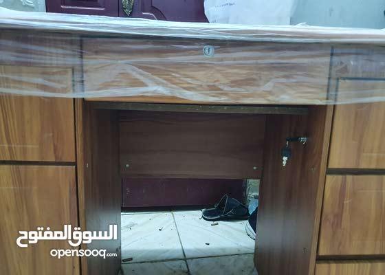 مكتب خشبي للبيعةاستخدام شهرين