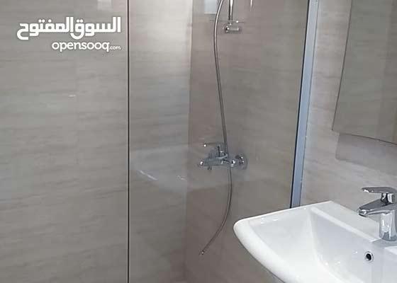 لأعمال ابواب الشور كبائن الحمامات وأعمال الصيانة
