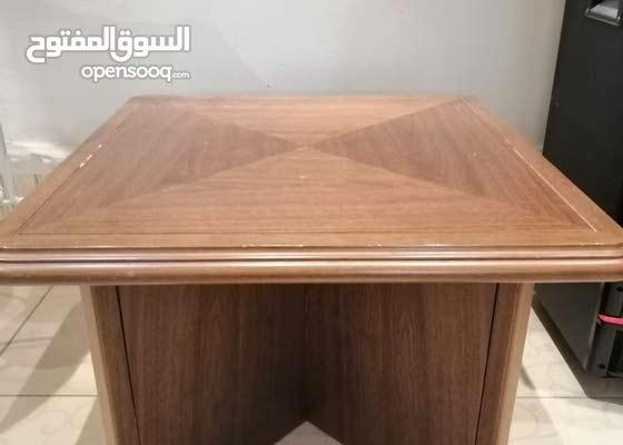 طاولة مربعة