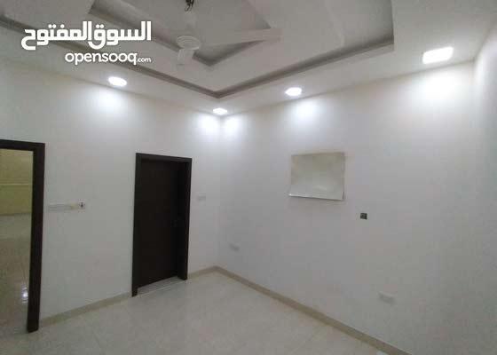 للايجار شقة واسعة من 3 غرف نوم و 3 حمامات!