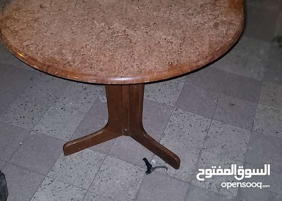 طاولة سفرة بدون كراسي