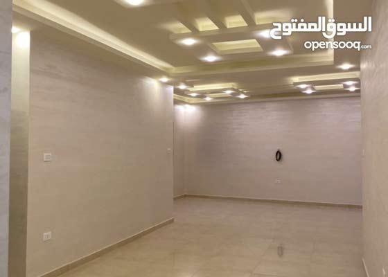 شقة شبة أرضية للبيع210m مع3 ترسات مشمسة 4 غرف نوم تشطيب مميز بأجمل مناطق طبربور
