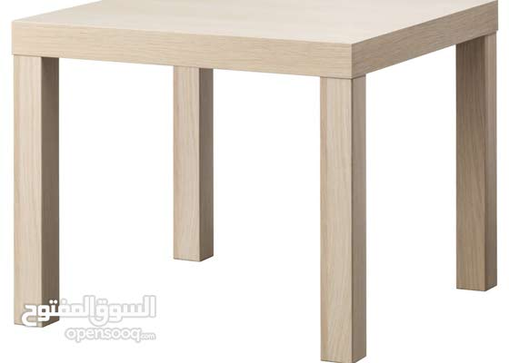 طاولة لون خشبي