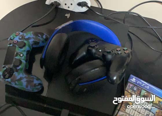 جهاز PS4 و سماعات بليستيشن الاصليات وسيدي جتا 5