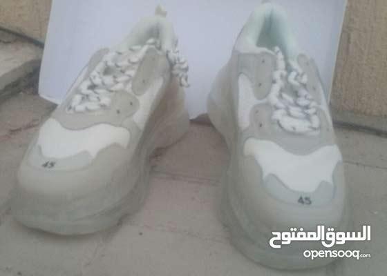 ماركه بالينسياغا من ارقي المركات العالميه  حذاء 45بالينسياغا بسعر مخفض عرض محدود