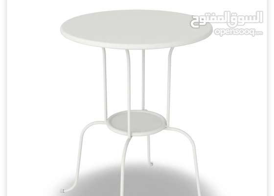 طاولة صغيره جانبيه لغرفة النوم او الجلوس