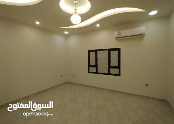 للايجار شقة فخمة و واسعة - 4 غرف نوم - في حي هاديء