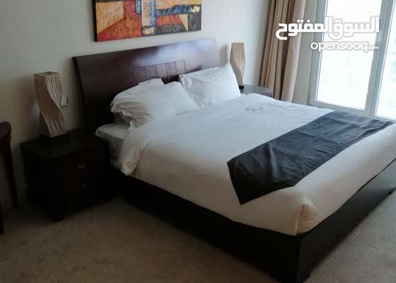 دبي البرشاء 1مول الامارات غرفتين وصالة مع بلكونة مفروشة سوبر لوكس ايجار سنوي
