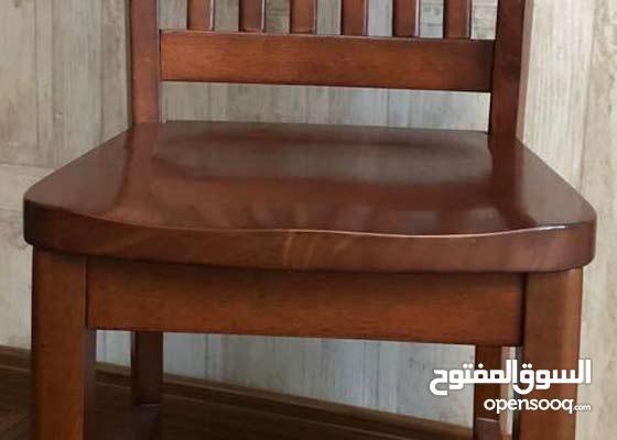 كرسي خشبي في حاله جيده جدا