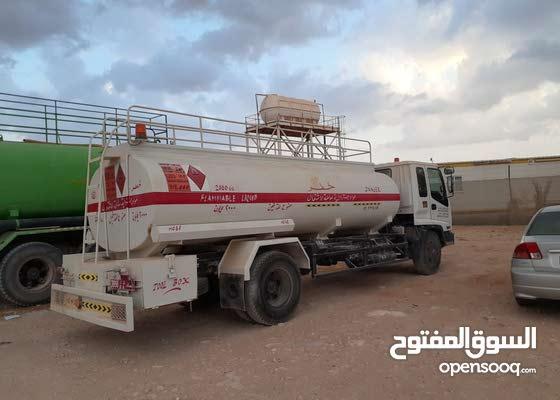 إيسوزو 7 طن صهاريج وقود 2000 جالون نظيف