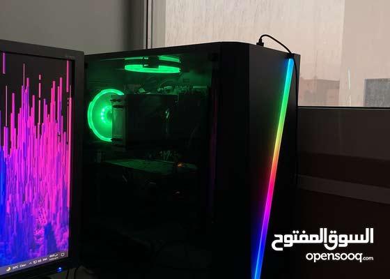 كمبيوتر مع اضاءه