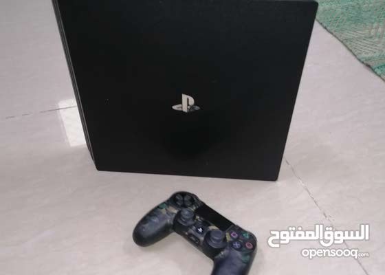 Ps4 pro with 1 controller original cable and box