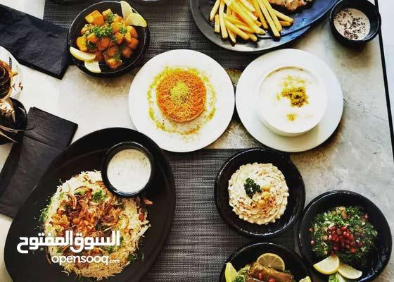 طباخ بالمطبخ اللبناني