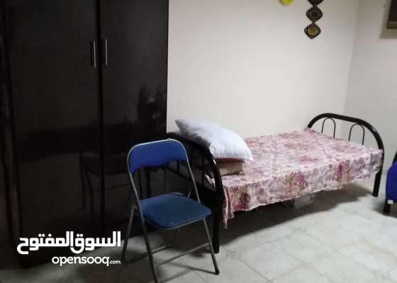 يوجد سكن عربى مشترك بغرفه فى بيت عربى نظيف