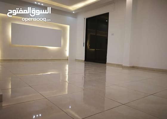 شقه ديلوكس  125 متر مع مدخل خاص و ترس واسع في اجمل مناطق الجبيهه