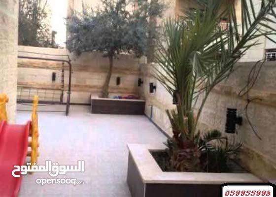 للبيع او الايجار شقة أرضية 250 متر مستقلة.