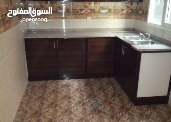 لايجار السنوي شقة غرفتين وصالة 3 حمام مع بلكون اطلاله علي البحر