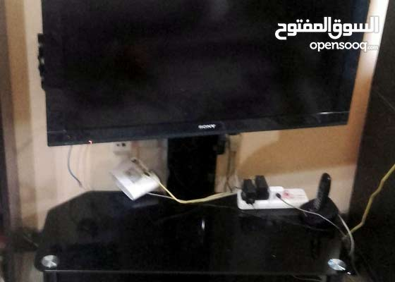 تليفزيون سوني 42 بوصة حالتة ممتازة جدا مع طاولة تليفزيون ستاند ممتازة وانيقة