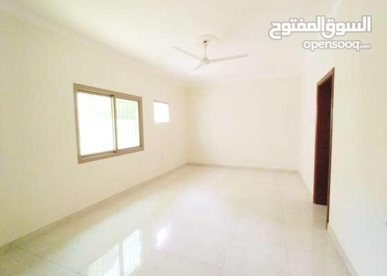للايجار شقة واسعة من 3 غرف و 3 حمامات