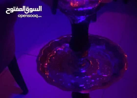 كوفي يقدم مشروبات ساخنة وباردة ووجبات سريعة ومعسلات