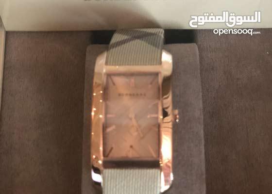 ساعة بيربري جديده سبب البيع المقاس كبير سعرها ب1000