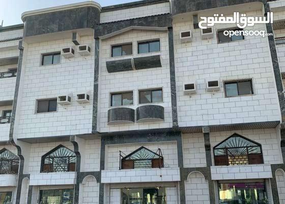 عمارة بمحلات دخلها السنوي 200000