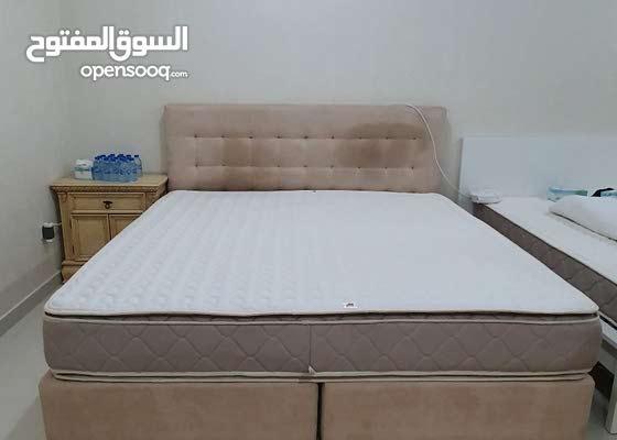 King size bed سرير قياس كبير