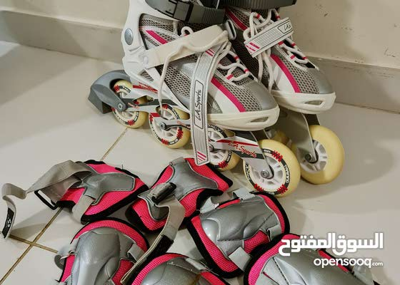 Roller blades with protaction gear