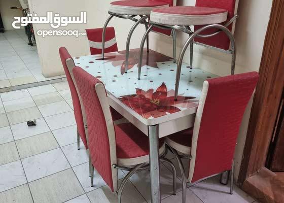 طاولة الطعام نظيفة