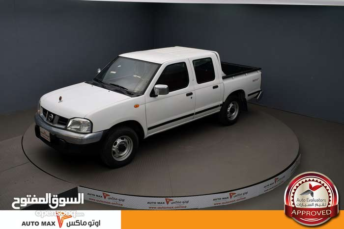 White Nissan Pickup 2015 for sale