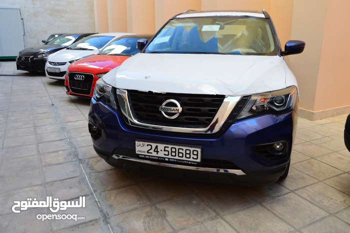Blue Nissan Pathfinder 2018 for sale