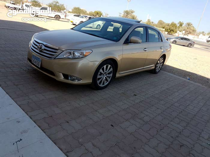 Toyota Avalon 2012 For sale - Gold color