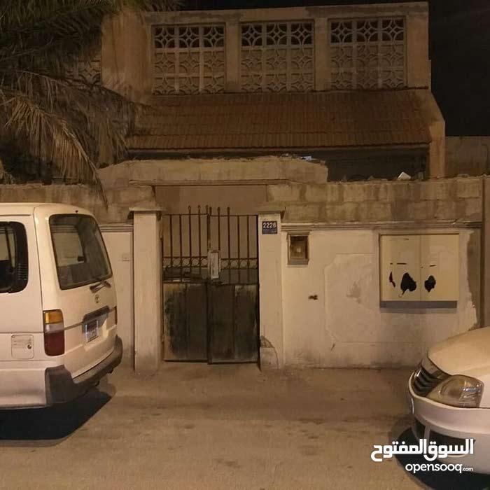 فرصه لا تعوض تم التخفيض من 85 الي 78 الف للبيع بيت قديم في مدينه عيسي