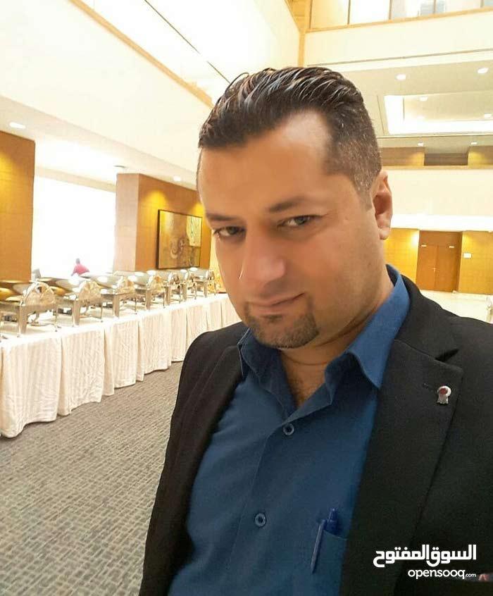 مدير مطعم وشيف يطلب عمل