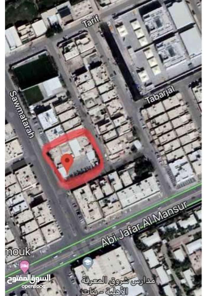 ارض للبيع بحي اليرموك المساحة 2880م مقام عليها استراحة