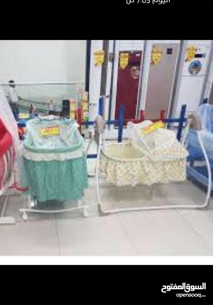 سرير اطفال شبه جديد استعمال كم مرة فقط