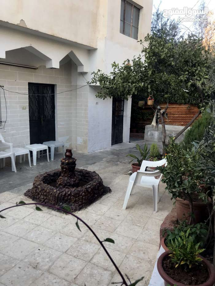 بيت مستقل على أرض مستقلة في اربد حي المطلع جنب شارع القدس