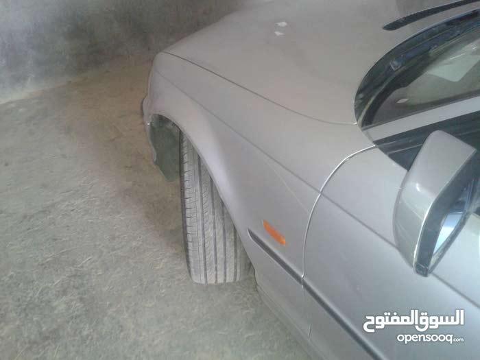 BMW 318 in Al-Khums