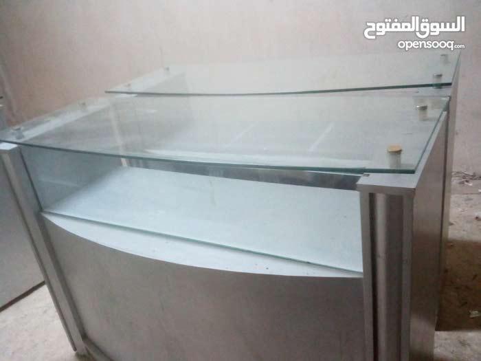 بترينه زجاج (طاولة عرض زجاج) عدد 3 حالة الوكالة للبيع بسعر مغري