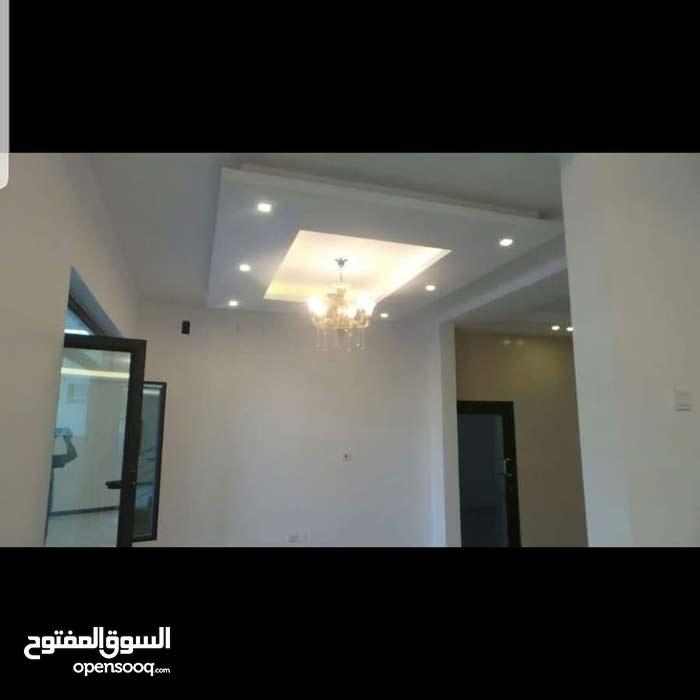 للبيع فلا فى خليج توبلي .  مخطط الخليج . الطابق الارضى . صالة + حمام + غرفة طعام