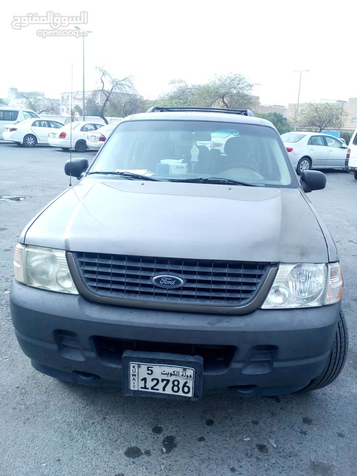 Ford Explorer car for sale 2004 in Al Jahra city
