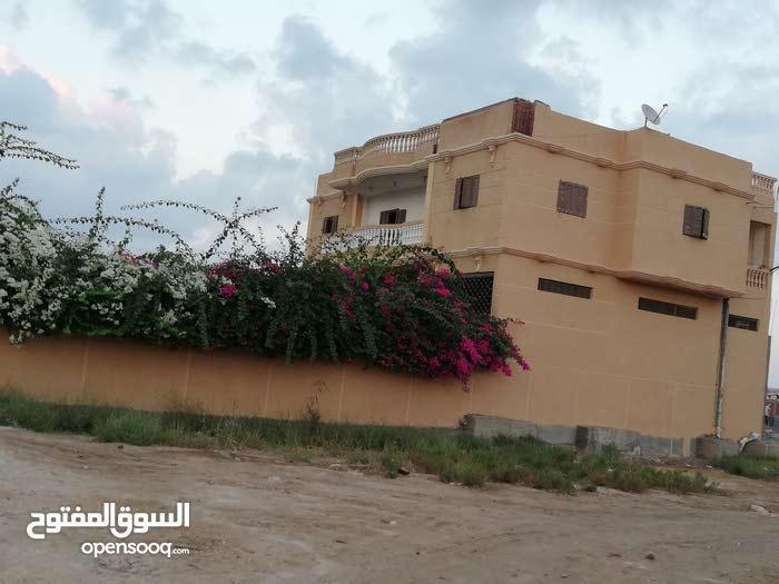 قطع أرض 100 متر بلقرب من حي الفيلات ومسجله وبجوار كارفور