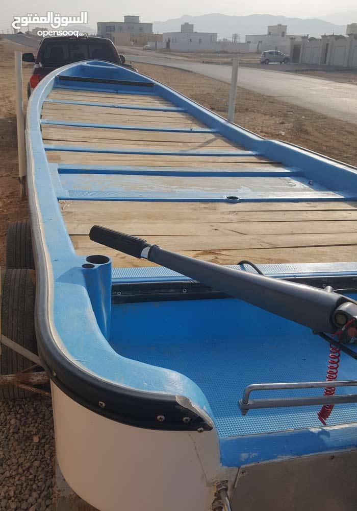 قارب 23قدام مع مكينه 60يامها القارب جديد والمكينه جديد مب مكمله سنه واوراق الضما