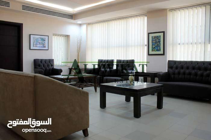 مجمع مكاتب وعيادات للبيع قرب مستشفى الخالدي 700م