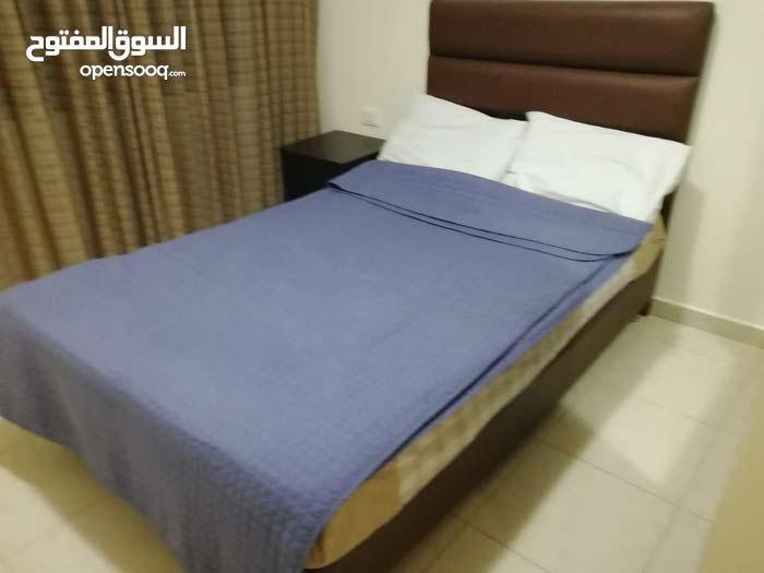 شقة للايجار في عبدون مميزة جدا * للايجار الاسبوعي * فخمة جدا