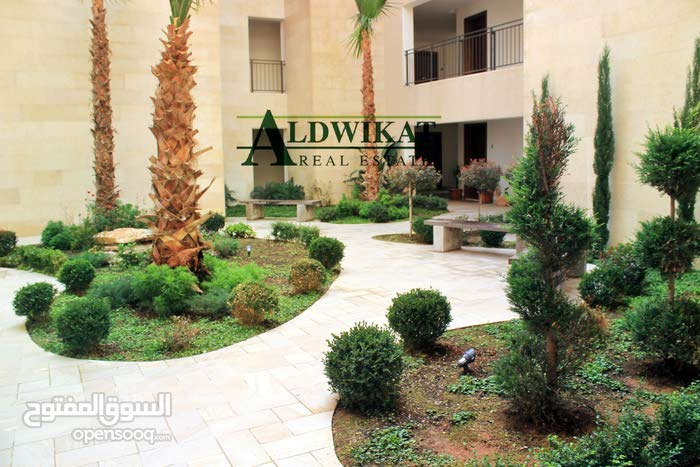 شقة شبه ارضية للبيع على مستوى الشارع مساحة البناء 108 م مع حديقة 60م في عبدون بسعر مغري
