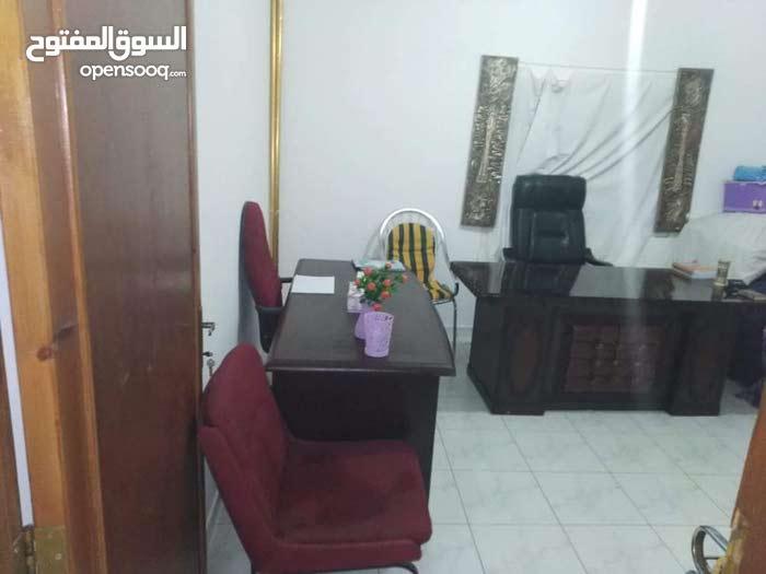 مكتبين مدير +4 مكاتب +كراسيهم