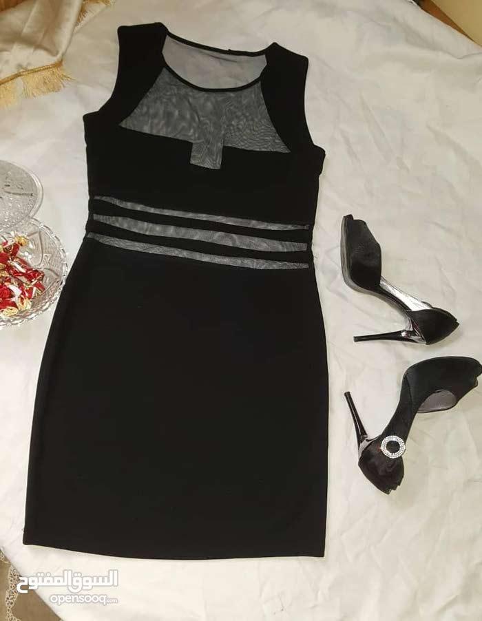 فستان وتنورة للبيع