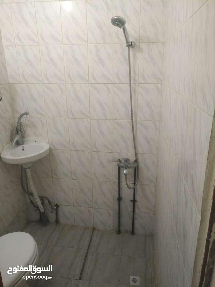 غرفة و حمام و مطبخ بالخرطيات نظيفة جدا